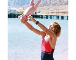 Беби-йога от рождения до восьми недель: вводные упражнения и массаж