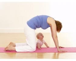 Беби-йога от рождения до восьми недель: упражнения на равновесие и релаксация