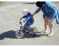 Учимся с ребенком кататься на велосипеде