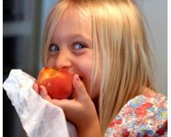 Как приучить ребенка есть овощи и фрукты?