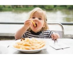 Запретные продукты: что нельзя давать детям