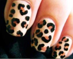 Как сделать леопардовый маникюр?