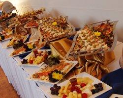 Преимущества фуршета и какие блюда на нем подавать