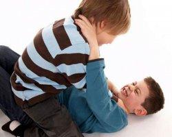 Детские драки: как правильно вести себя родителям?