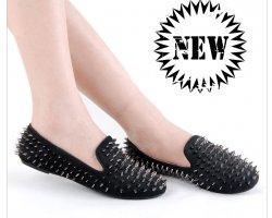 С чем носить обувь с шипами?
