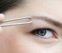 Коррекция бровей: салонная процедура или уход в домашних условиях