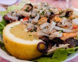 Салат из морского коктейля, вкусный рецепт на Новый год, видео