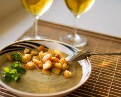 Рецепты ароматных супов из шампиньонов, лисичек и опят