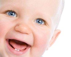 Как узнать, что режутся зубки: симптомы прорезывания зубов