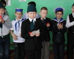Сценарий 23 февраля в школе: игры, конкурсы мальчикам, смешные поздравления