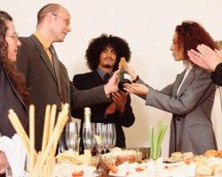 Официальные поздравления с 23 февраля: как поздравить начальника и коллег