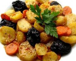 Как приготовить говядину с черносливом в мультиварке, праздничный рецепт с фото