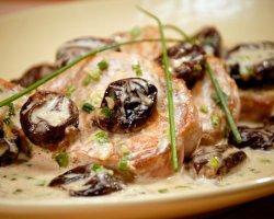 Как приготовить мясо с черносливом в мультиварке: праздничный рецепт с фото