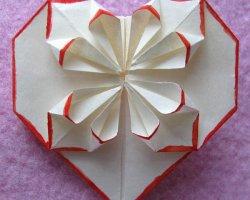 Как сделать оригами из бумаги: сердечко (видео)