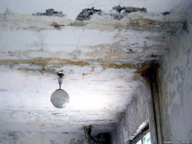 Сонник дождь в помещении льет с потолка