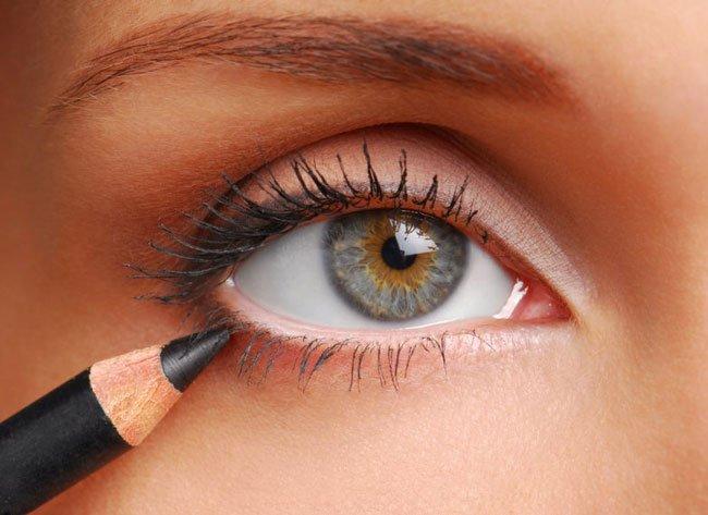 Сонник красить глаза карандашом