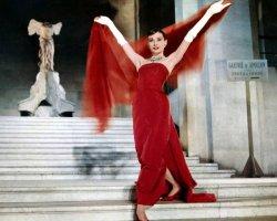 Видеть во сне красное платье. Популярные толкования снов