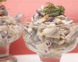 Салат с копченой колбасой: несколько популярных рецептов