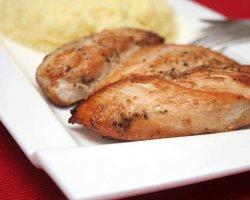 Копченая грудка в салатах: рецепты на любой вкус