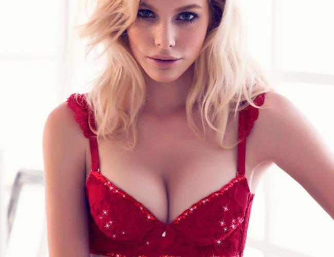 К чему надевать  Идеальный вариант под одежду с V-образным декольте.  Подходит абсолютно всем женщинам. 4e3a25d220d