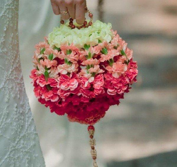 Форма букетов, невесты кто дарит