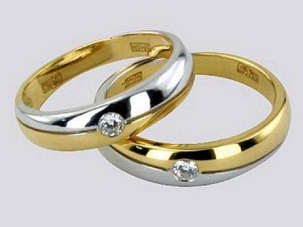 c221d7db2039 Обручальное кольцо – на какой руке носят  Как выбрать обручальные ...