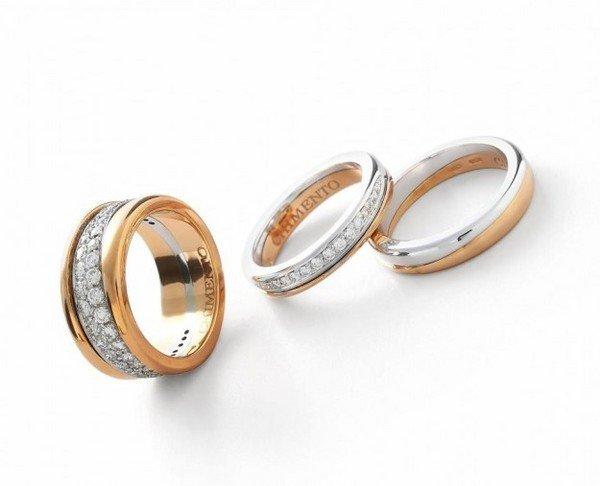 На фотографии – обручальные кольца и помолвочное кольцо в одном комплекте  d10504ae0b4