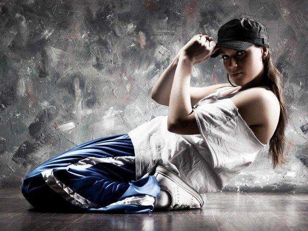 krasivaya-devushka-sverhu-tehnika-dvizheniy-video-tantsovshits