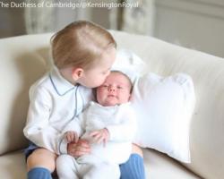 Кейт Миддлтон поделилась снимками принцессы Шарлотты и принца Джорджа