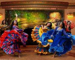 Яркие и колоритные цыганские танцы