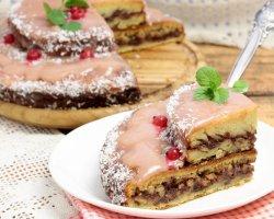 Летнее наслаждение: домашний бисквитный торт с ягодной глазурью