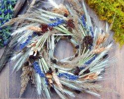 Скромное обаяние: плетем венок из сухоцветов