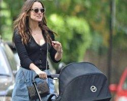 Кира Найтли на первой прогулке с новорожденной дочкой