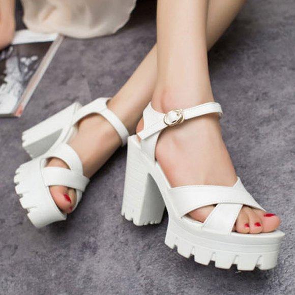 4589cc81f С чем носить босоножки на белой подошве, фото. Обувь на белой ...