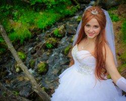 Очарование размера плюс: свадебные платья для полных девушек