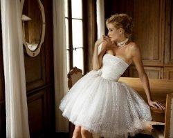 Короткие платья для невест: эффектно и смело