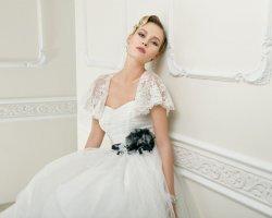 Нежные плечики невесты, или как выбрать свадебную накидку