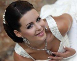 Невеста-искусительница: свадебный макияж для карих глаз