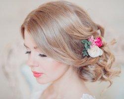 Настоящее чудо, или выбираем свадебную прическу с цветами