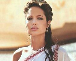 Анджелина Джоли примерит корону Российской империи
