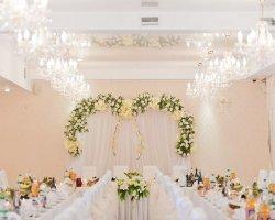Цветочная сказка: модные тенденции оформления свадьбы цветами