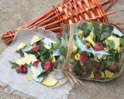 Фруктово-ягодная феерия: домашний чай из малины и яблок