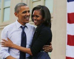 Первый поцелуй Барака Обамы и его жены попал на большие экраны