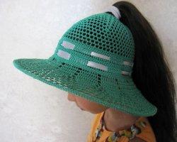 Красивая шляпка для девочки с длинными волосами