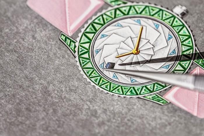 Перламутровое оригами на циферблатах от Dior