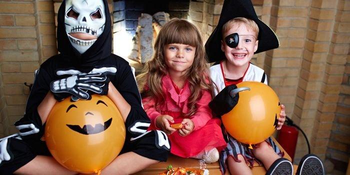 Treats or Tricks: как организовать детский Хэллоуин в домашних условиях