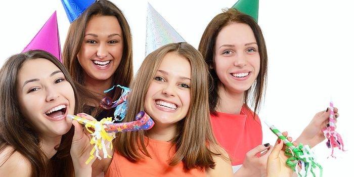 Как отметить Новый год подросткам 14 лет: интересные игры и конкурсы
