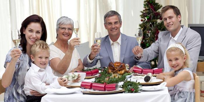 Как украсить дом к Рождеству и отметить праздник дома в кругу родных и близких