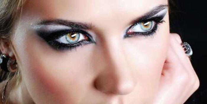 Делаем эффектный макияж черными тенями
