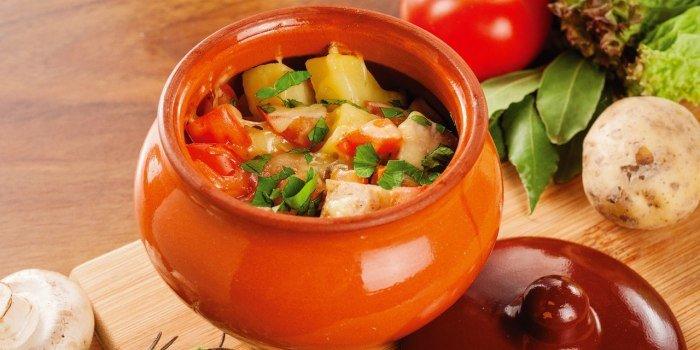 Мясо в горшочках с молодой картошкой: вкусные рецепты